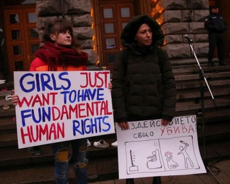 Шествие за правата на жените се проведе пред Министерския съвет