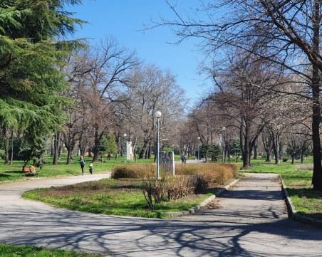 След 5 дни извънредно положение: Пловдивчани - на слънце по пейките, тепетата опустяха
