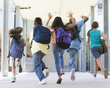 Уважаеми тийнейджъри, спрете купоните и срещите! Родители, моля ви, приберете децата си!