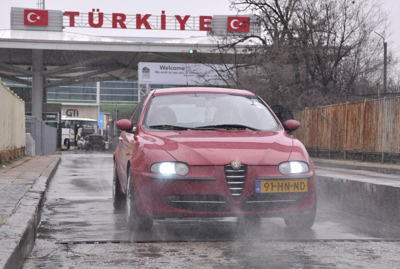 Турция затвори границите с България и Гърция