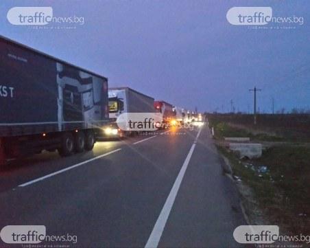 Стотици камиони чакат на границата ни с Румъния, опашката е километрична