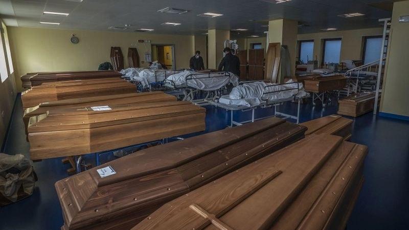 Пловдивчанката Лучия Велева: Гробището в Бергамо е пълно, военни камиони извозват ковчезите в други райони
