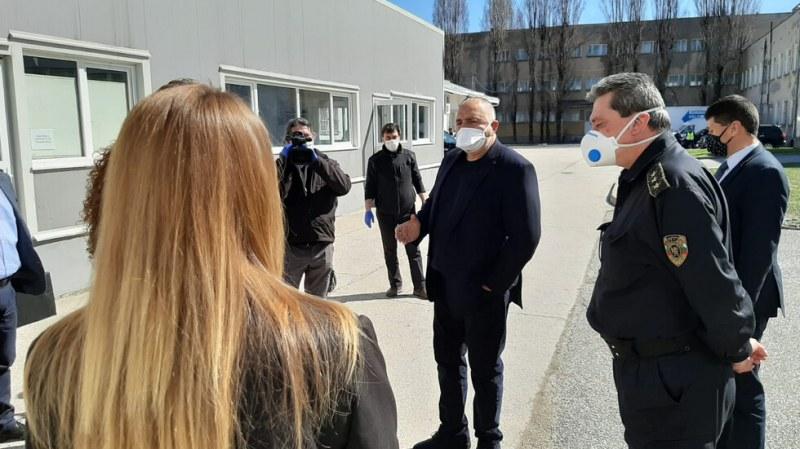 Борисов: Магазините ще работят сутрин само за възрастни хора