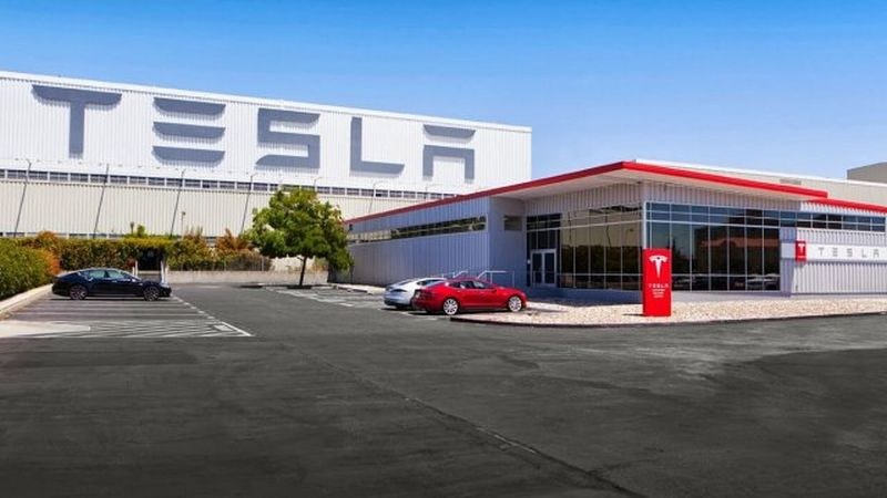 """Коронавирусът затвори завод на """"Тесла"""