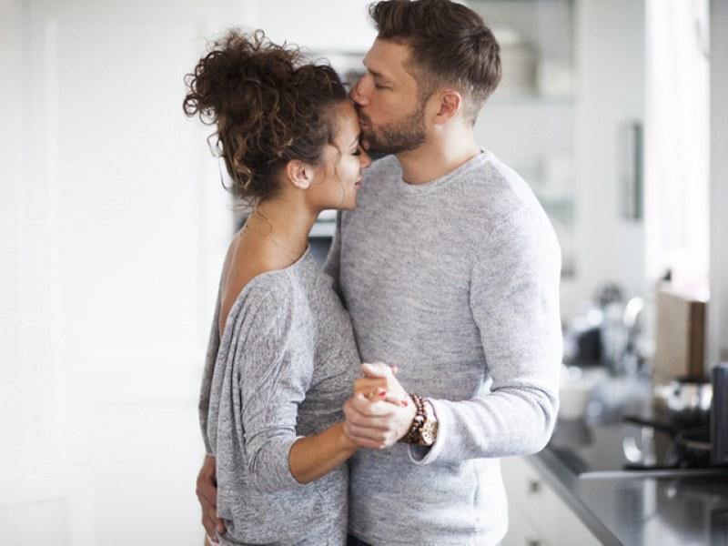 """10 начина един мъж да ви каже """"обичам те"""