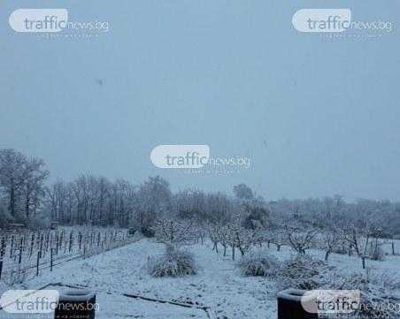 Зимата се завърна! Снежна пелена покри Пловдивско