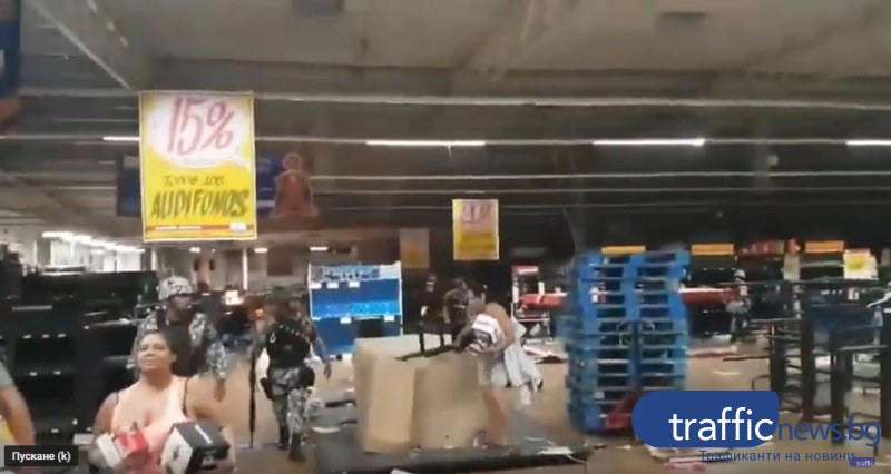 Войната за тоалетна хартия продължава! Мексиканци разграбиха хипермаркет
