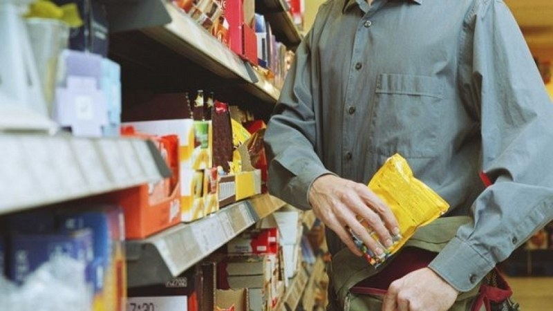 Момче обира магазини в Асеновградско, спипаха го
