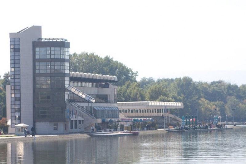 Общинският съвет в Пловдив ще заседава на открито – приемат антикризисните мерки за бизнеса