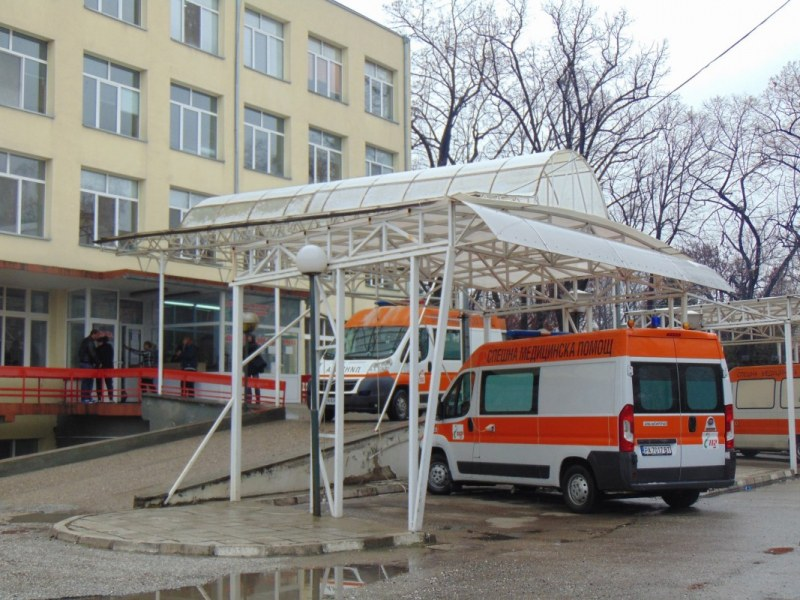 Поставиха под карантина цяло отделение на пазарджишка болница, чакат три проби на медици