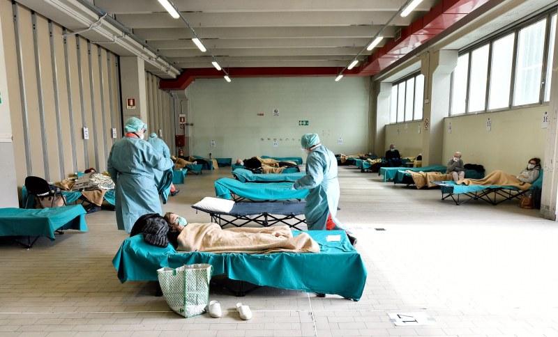 Смъртоносна смес от резистентни бактерии и COVID-19 може да е причина за ситуацията в Италия