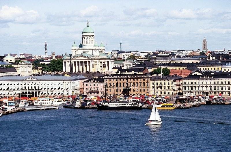 Финландия изолира столицата си, за да спре вируса
