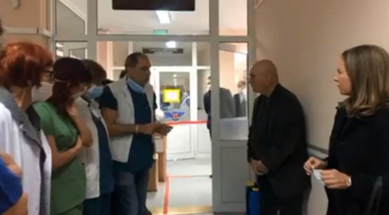 Лекари от Транспортна болница в Пловдив: Нямаме екипи да лекуваме 92-ма заразени
