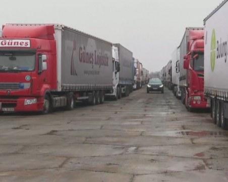 Буферният паркинг за тирове край Хасково вече е готов