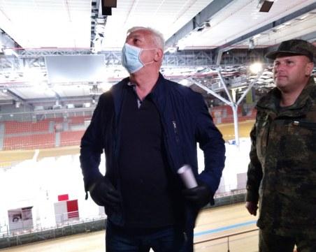 Кметът и шефът на полицията Vs. Каназирева: Пловдивчани да си стоят в къщи, а не да се разхождат по Главната