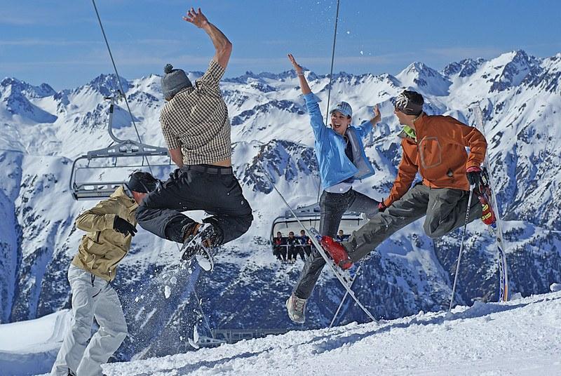 Австрийски адвокат разследва разпространението на вируса в ски курорти