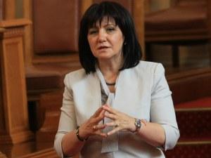Караянчева: Парламентът няма да спре работа, мога да свикам заседание за 24 часа
