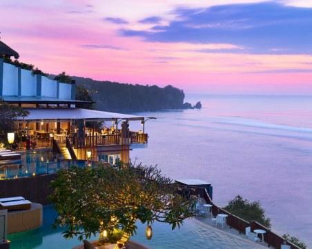 Евакуираха стотици европейски туристи, заседнали на остров Бали