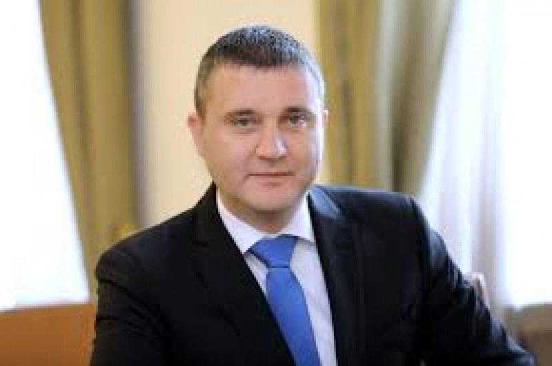 Горанов: Обсъждаме вариант свободните професии също да ползват безлихвени заеми