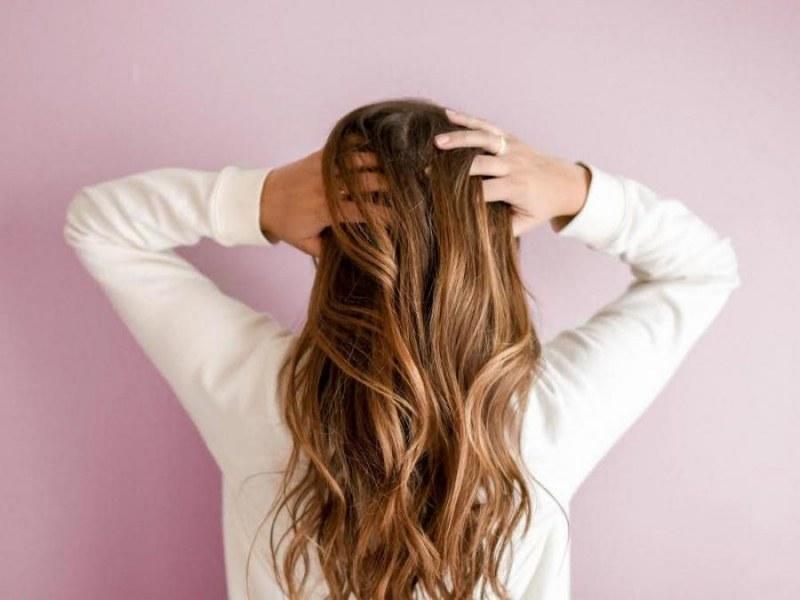 Как да съживите косата вкъщи без фризьор?