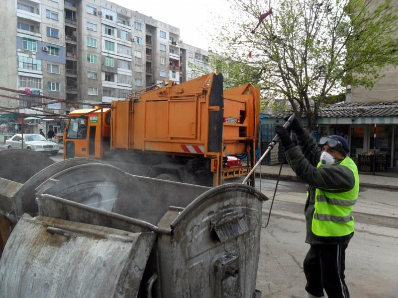 Продължава дезинфекцирането на контейнерите за боклук в Пловдив