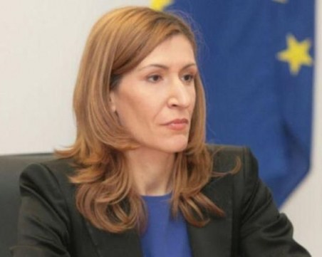 Ангелкова: Ще има фалити на туроператори, ако ситуацията продължи повече от 3 месеца