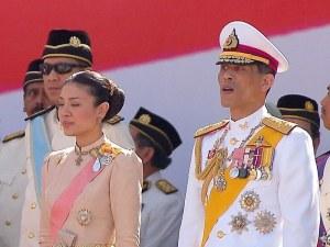 Кралят на Тайланд се самоизолира с 20 жени в германските Алпи