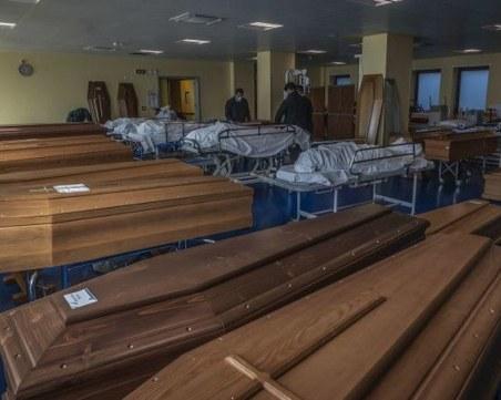 Български лекар, работещ в Германия: Докато вие си мислите, че това е измама, медиците водят война