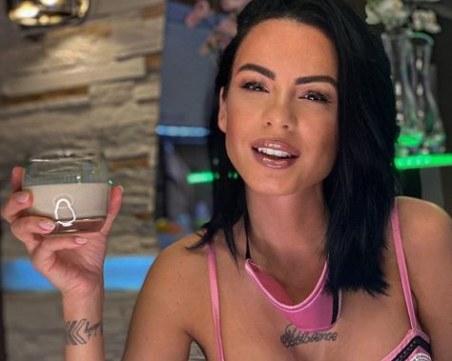 Жената на Криско показа нов бюст след раждането