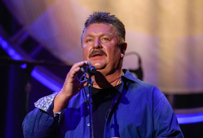 Известен кънтри певец почина от коронавирус