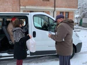 Доброволци помагат на асеновградчани в риск