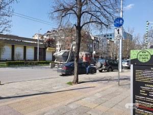 На косъм от инцидент! Камион сипе строителен отпадък по пловдивски булевард