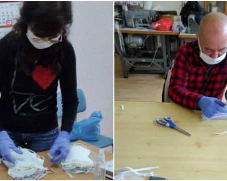 Пловдивски учители ушиха над 1000 предпазни маски