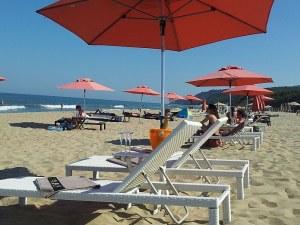 Ангелкова: Шезлонгите и чадърите на плажа за българи да са безплатни това лято