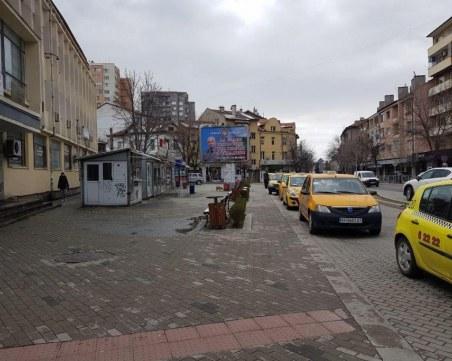 Ген. Мутафчийски изгря на билборди в родния му град