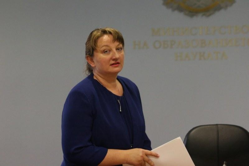 Сачева: Над 2900 души всеки ден остават без работа в България