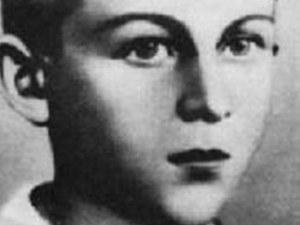 Митко Палаузов- невръстно момче, научено да стреля по инакомислещи