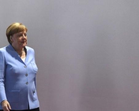 Меркел се върна на работа в офиса си след карантината