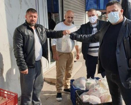 Пловдивски бизнесмен и общински съветник раздадоха храни в Столипиново