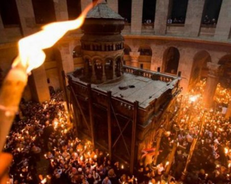 Благодатният огън идва у нас от Йерусалим при засилени мерки за сигурност