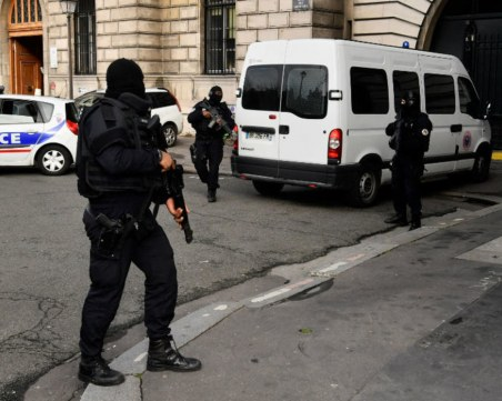 Двама убити и 7 ранени след нападение с нож на опашка за хляб във Франция