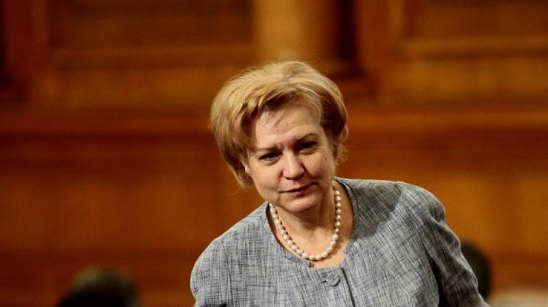 Менда Стоянова: 230 фирми са дали заявка за мярката 60/40