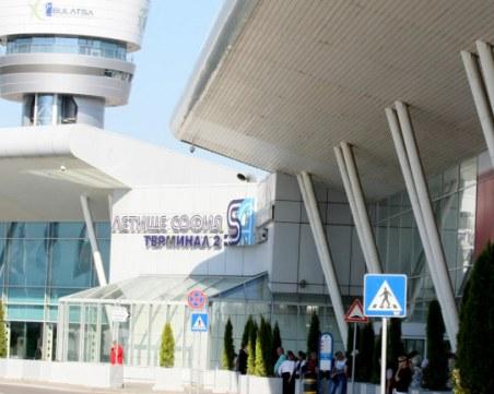С над 50% паднал трафикът на летище