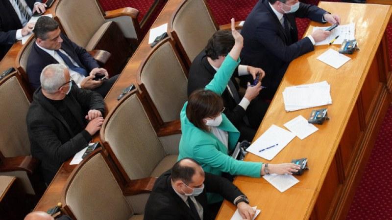Скандал в парламента! Депутатите на различни мнения за замразяването на заплатите