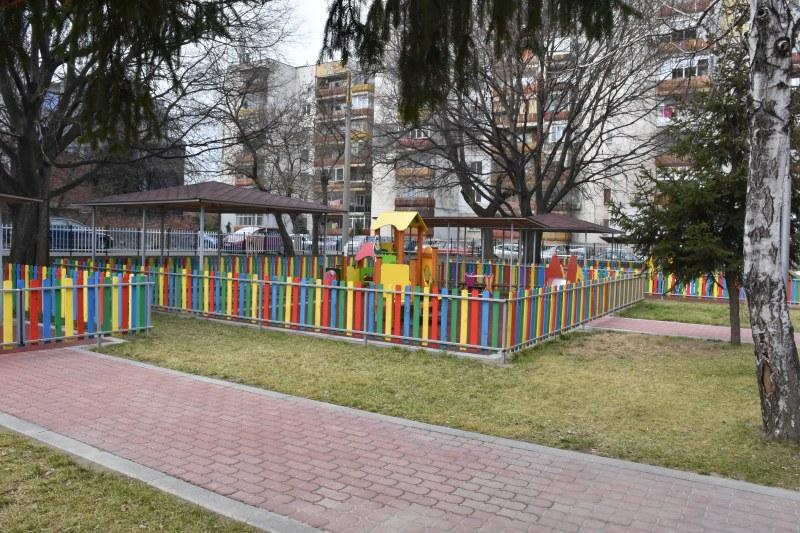 Облагородяват  училищните дворове в Пловдив за 400 000 лева
