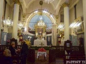 Митрополит Николай разпореди: Върбовите клонки ще се раздават в двора на храма, Плащаницата – с найлоново покривало