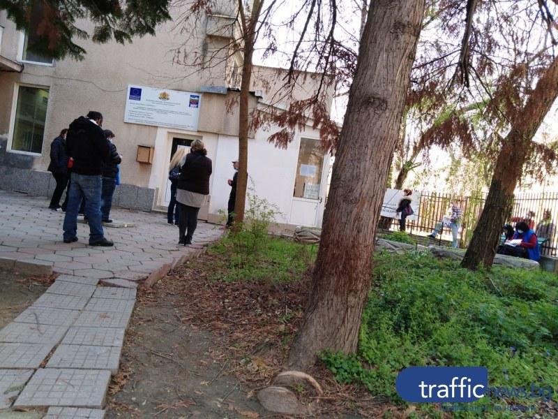 Пращат полицаи да следят за реда на опашките в Бюрата по труда