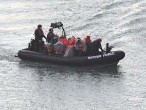130 мигранти прекосиха Ла Манша, нито един не е тестван за COVID-19