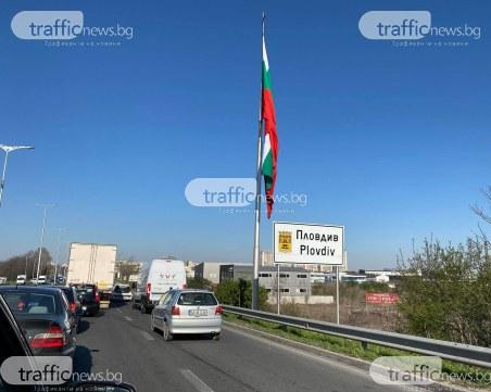 Дълги колони пред КПП-тата в Пловдив