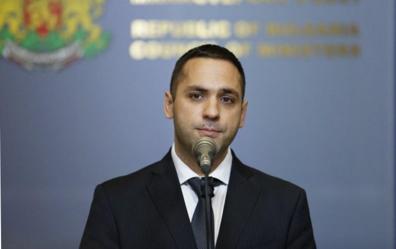 Министър Караниколов: Престъпление е аз да казвам кой да взима кредити! Живко Тодоров е един от новите директори на ББР